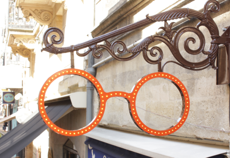 Optique Bordeaux Opticien magasin vintage fer forgé LEDs ancienne